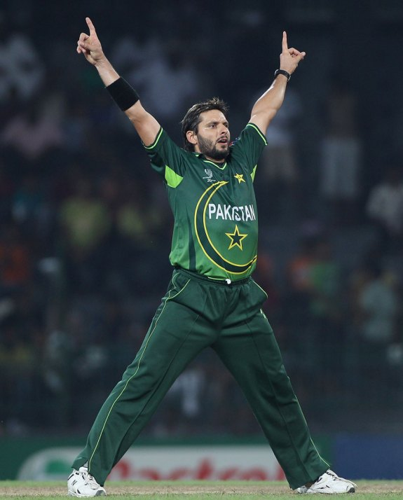 10 Excellent Spin-Bowlers In Cricket [2016]