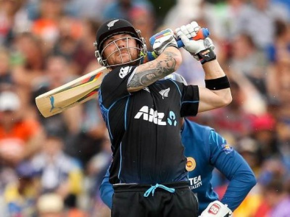 Brendon-McCullum-sixes