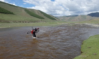 sportsbirne in Mongolia, river crossing MTB