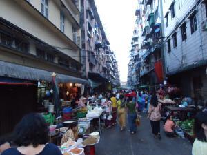 ミャンマー朝市