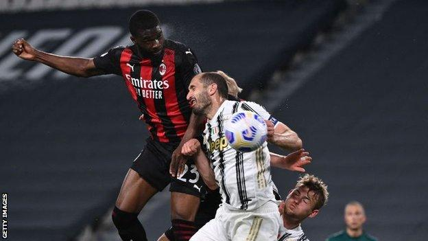 European roundup: AC Milan knock Juve out of top four, Man City made to wait for title