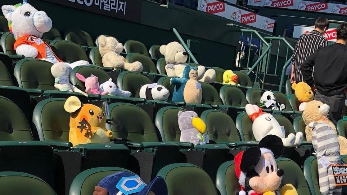 LOOK: KBO's Hanwha Eagles pack stands with stuffed animals in lieu of live fans
