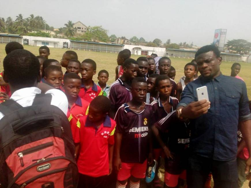 Hero - Fatau Dauda takes a selfie with