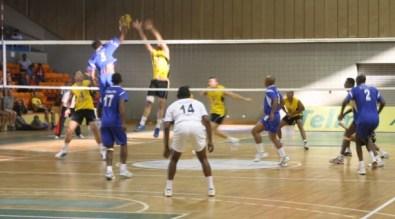 615_340_SA_Volley