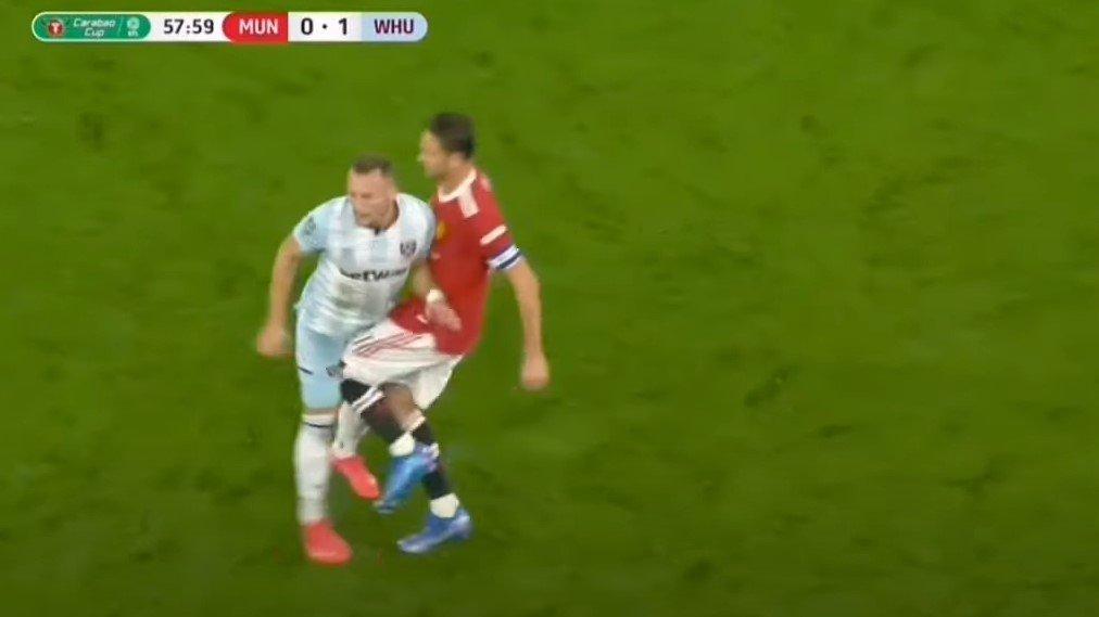 Неспортски потег: Матиќ против Вест Хем заслужи црвен картон! 🎥