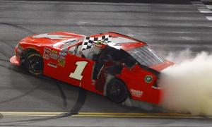 Kurt-Busch-Wins-Nationwide-Race-At-Daytona