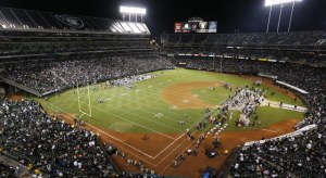 O.co Coliseum con las marcas del diamante