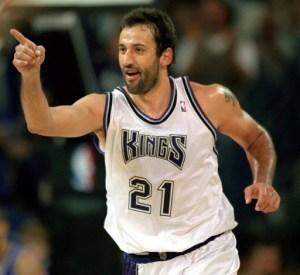 Vlade Divac jugando para los Sacramento Kings
