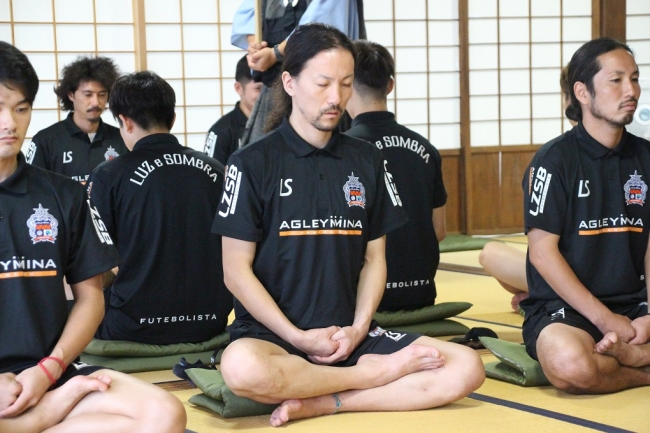 「F1復帰を目指して精神統一」 アグレミーナ浜松がF2リーグ開幕に向けて必勝祈祷と坐禅を行います