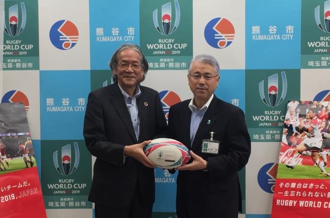 「ラグビーワールドカップ2019™日本大会」開催都市におけるラグビーの普及を支援 埼玉県・熊谷市の小中学校へラグビーボールを寄贈