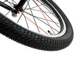 ふらつきを抑える幅広の20×1.95インチタイヤを採用しています。