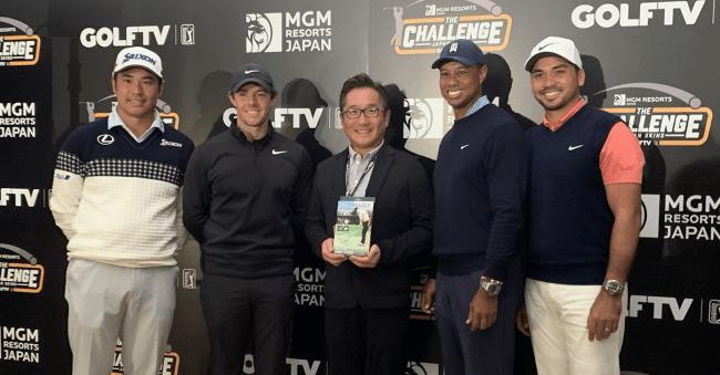 21日、初の日本開催となる米国男子ツアーの「ZOZO Championship」前に行われる「ザ・チャレンジ:ジャパン スキンズ」で選手らに同商品を届けた仲村社長(中央)。