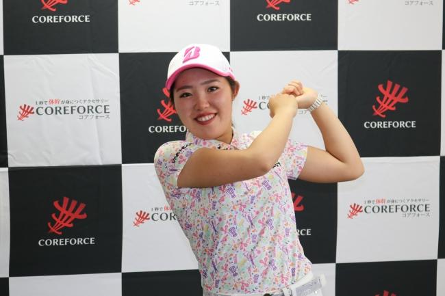 プロゴルファー 中嶋常幸氏や様々な競技のトップアスリートが愛用 1秒で体幹が身に付くアクセサリー「コアフォース」 女子プロゴルファー古江彩佳選手と契約締結
