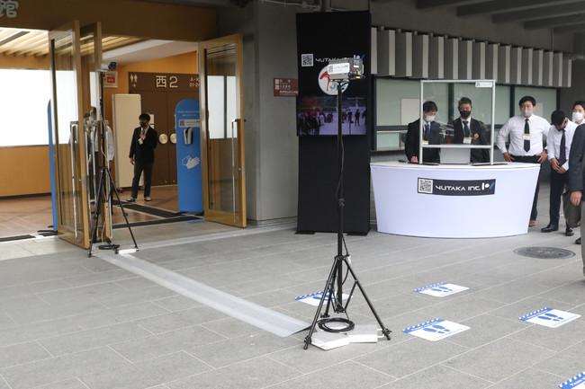 会場入口でのサーモグラフィー&サーマル体表温測定システム