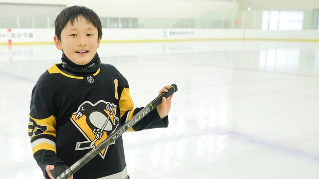 スパルタ英会話、「8歳のアイスホッケー選手」とらたろうさんのスポンサーに就任 YouTube動画を公開
