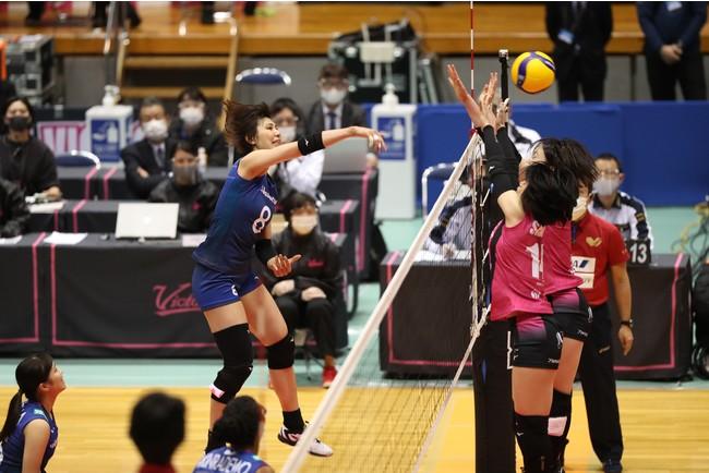 上位への巻き返しを狙う久光・野本のアタック (写真は1月16日 対姫路戦)