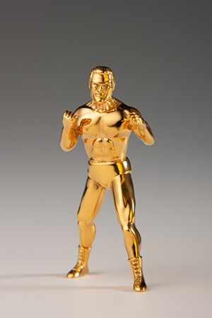 プロレス界のレジェンド・アントニオ猪木、最初で最後の「純金フィギュア」
