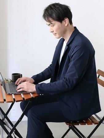 『デサント』ブランドにて『ファクトリエ』との共同開発第2弾「座った姿勢」での快適性にこだわったジャケット「ボーダレス エアージャケット」を新発売