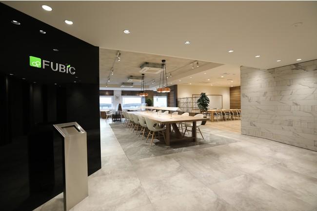 国内外160店舗以上展開するストレッチ専門店「Dr.stretch」を手がけるフュービックが、更なる飛躍を目指しコミュニティスペースを重視したオフィスへ移転