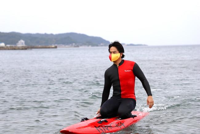 水辺での感染症対策、飯沼誠司氏と耐水マスクを共同開発。業界初のライフセーバーカラーも!