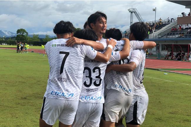 得点後喜びを分かち合うF.C.大阪の選手(Photo:週刊ひがしおおさか)