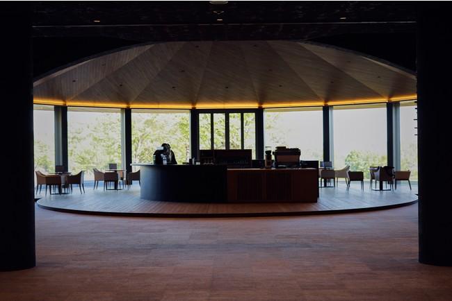 オープンテラスのカフェテリア
