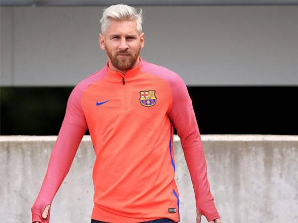 Messi new blonde look