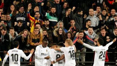 Photo of Valencia hand Madrid their first loss since Zidane's return to keep their unbeaten run