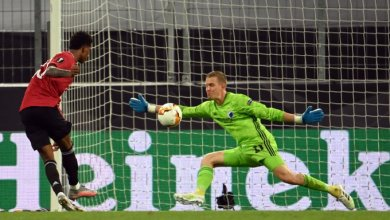 Photo of Copenhagen goalie Karl-Johan Johnsson makes history in UEL extra time loss to Man Utd