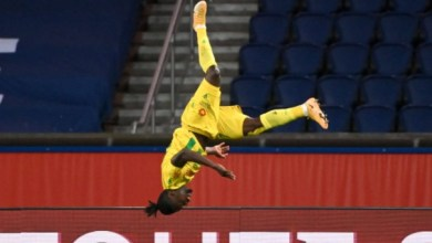 Photo of Simon Moses powers Nantes to first win at Parc de Prince in 19 years