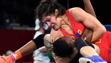 Photo of Shock as Adekuruoye falls at first hurdle in women's 57kg wrestling