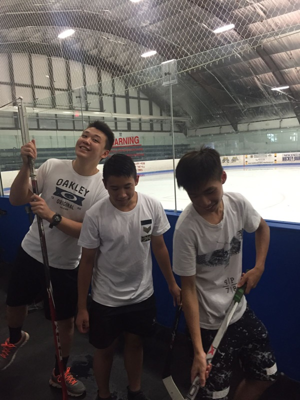 Pro Ambitions Hockey的密集式日營訓練情況。