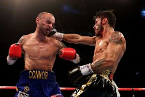 Jorge Linares (right) lands a right hand on Kevin Mitchell (left) badlefthook.com