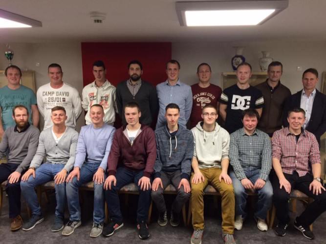 Weihnachtsfeier 1.Mannschaft - Holzbau Birk sponsort neue Taschen