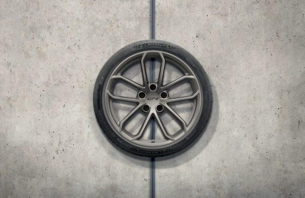20-Zoll Porsche 718 Cayman GT4 Radsatz in Platinum (Seidenglanz)