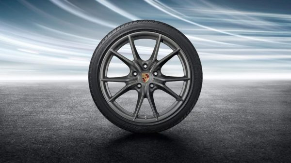 20-Zoll Carrera S Sommerkomplettradsatz lackiert in Platinum (seidenglanz)
