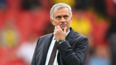 WATFORD, ENGLAND - SEPTEMBER 18: Jose Mourinho, Manager of Manchester United takes a look around the pitch prior to kick off during the Premier League match between Watford and Manchester United at Vicarage Road on September 18, 2016 in Watford, England. (Photo by Richard Heathcote/Getty Images)