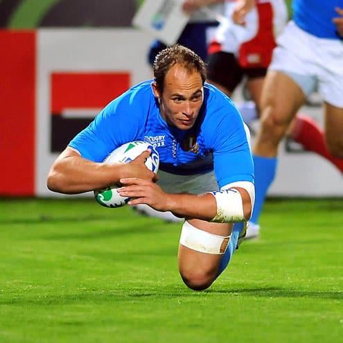 Sergio Parisse scores a try 20/9/2011