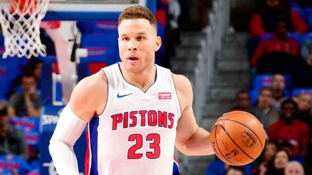 Blake Griffin playing in his Debute for Detroid Pistons