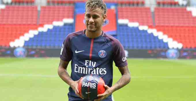 Neymar Jr presented at Paris Saint-Germain