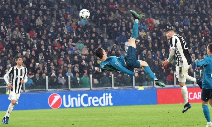 Cristiano Ronaldo Scores bicycle kick goal