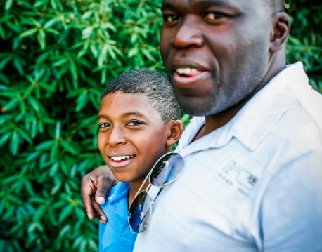 Foto del joven Kylian Mbappé con su padre