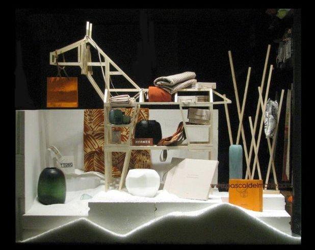 Reinterpretarea cadourilor de Craciun: blocuri de BCA si bare de cupru