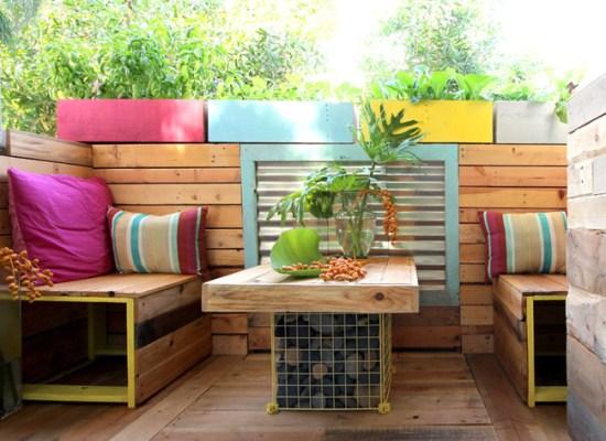 DIY: Reamenajarea balconului cu lemn din paleti si multe idei creative