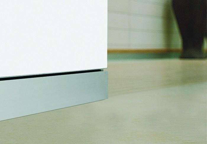 Finisaje de excepție pentru pardoseli: 4 tipuri de plintă din inox și aluminiu