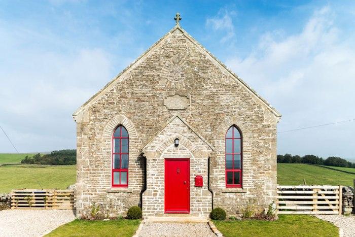 O biserica din 1800 transformată într-o confortabilă casă de oaspeţi