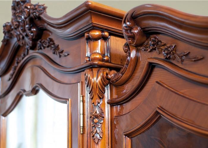 Pentru iubitorii stilului clasic: mobilier din lemn masiv made in România