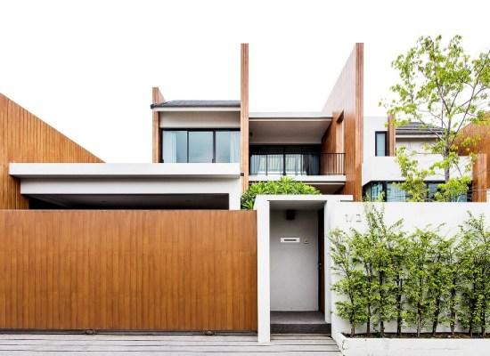 Un proiect de casă pentru un lot mic de teren, o stradă zgomotoasă şi un oraş aglomerat