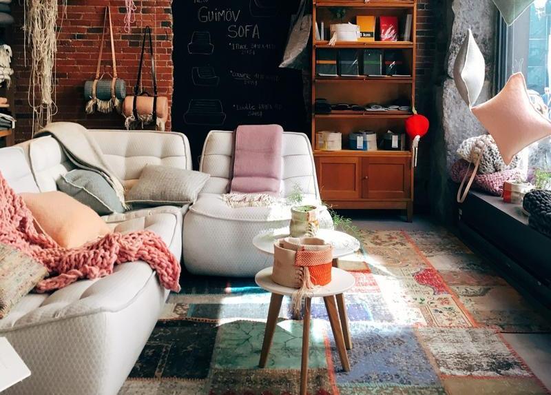 Cum să-ți scoți în evidență mobilierul din casă cu ajutorul covoarelor