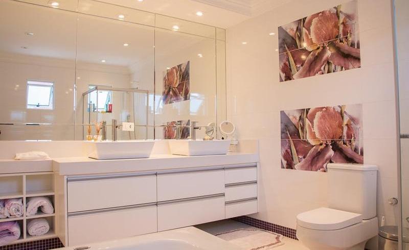 3 tipuri de meseriași potriviți pentru lucrările din baia ta